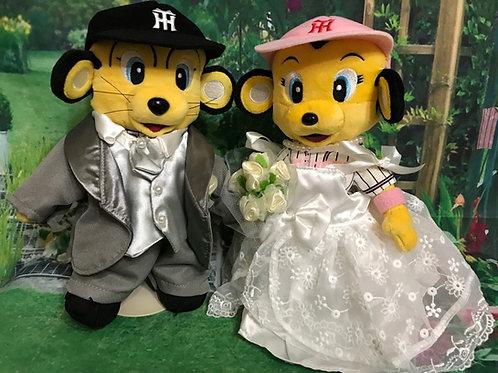 【阪神タイガース】ラッキーMとトラッキーMに着せられるタキシードMとドレスMセット