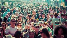 crowd-5076714_1920.jpg