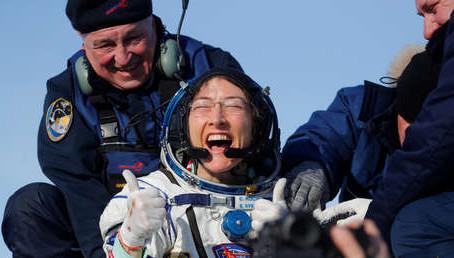 Christina Koch rompe récord de estancia en el espacio