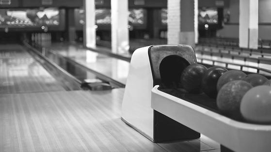 blur-bowling-bowling-alley-bowling-balls