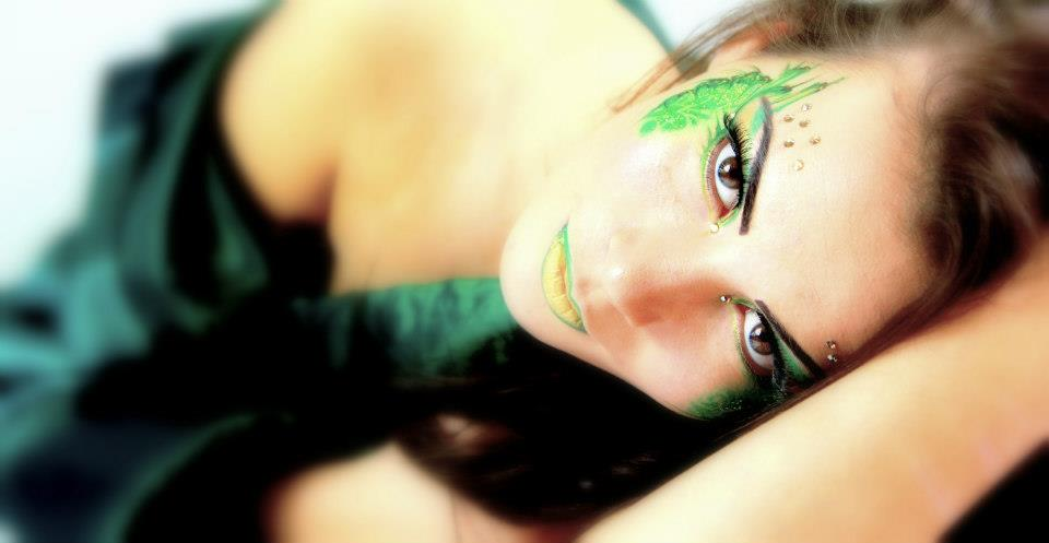 Green Beauty Eye Design Face Art