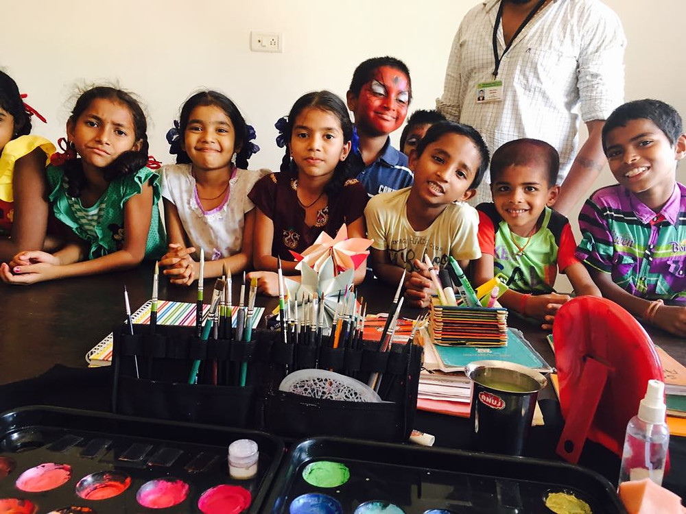 Face painting children in Goa