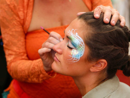 FACE ART THERAPY.
