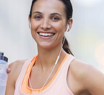 Female Trainer mit rosa Top