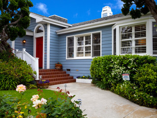 SO MANY CHOICES- TIPS ON CHOOSING A RED PAINT COLOR FOR YOUR FRONT DOOR