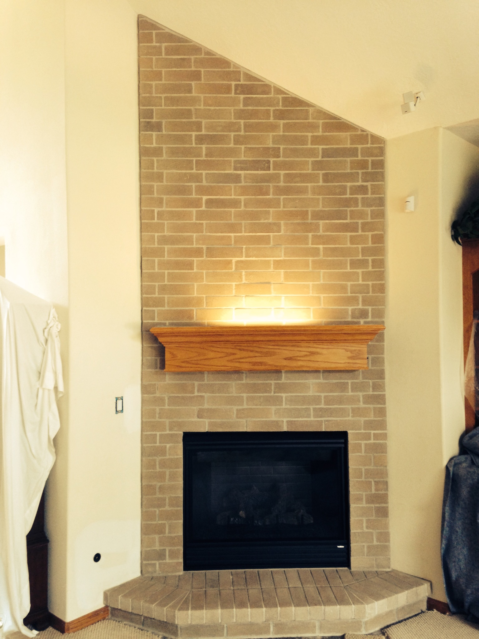 Mantel w/ Light Fireplace