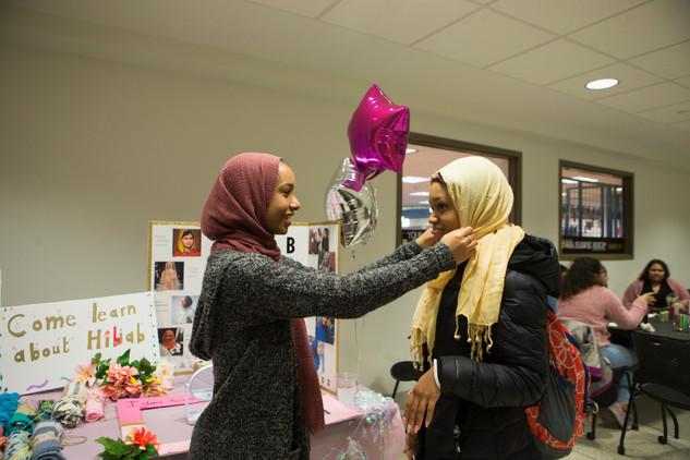 041019-HijabItUp-RZ004.jpg
