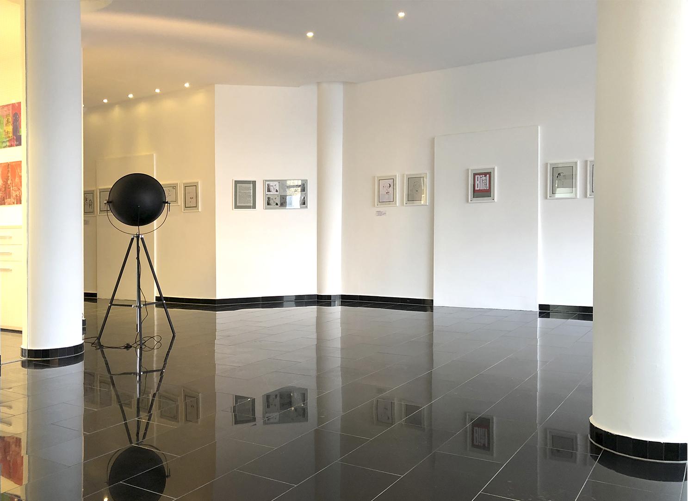 Max aparthotel - Ausstellung Eingangsbereich