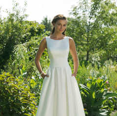 A-lijn jurk met lage V-rug en geplooide taille STIJL 11017