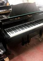 פסנתר-כנף-שחור-יד-שניה.jpg