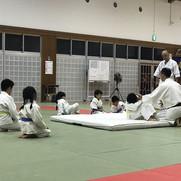 10月18日、成田同好会一部幼年3名、少年3名、幼年は後方回転受け身を要注意、少