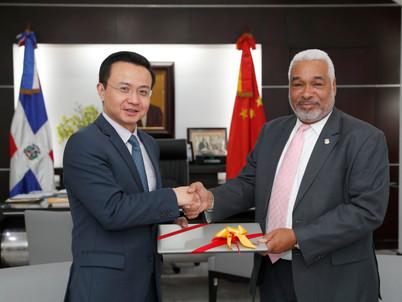 Presidente Cámara de Diputados recibe visita de embajador China Popular