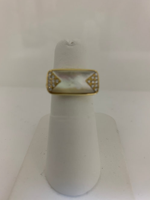 14 K Yellow gold Mother of Pearl & Diamond Ring