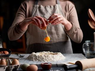 Cracking-Eggs-123.jpg