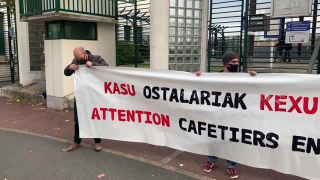 Ipar Euskal Herriko ostalariek haserrea adierazi dute Baionako suprefeturaren aurrean