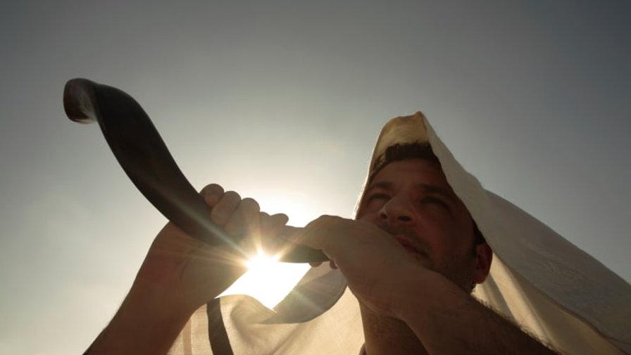 istock-image-13446765-man-blowing-shofar