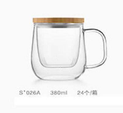 كوب شاي زجاجي مع غطاء من الخيزران