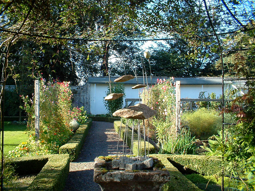 Walled Garden Sculpture 2007.JPG