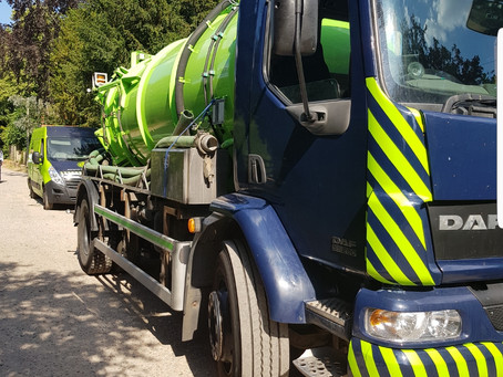Septic tank emptying service