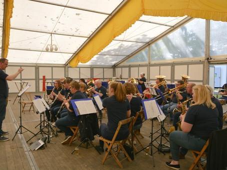 Volksfest-Samstag : Zeitgeschichte und Musik