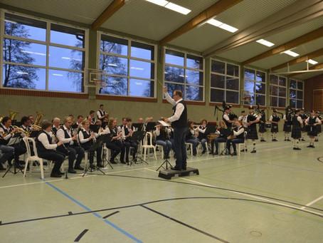 Musikverein Bakum und die Dersa Highlanders sorgen gemeinsam für ein musikalisches Highlight