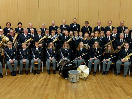 Erstes Vereinsfoto zusammen mit dem Jugendorchester