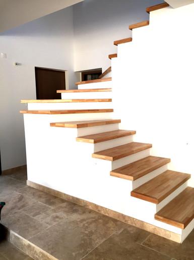 Marche bois escalier copie.jpg