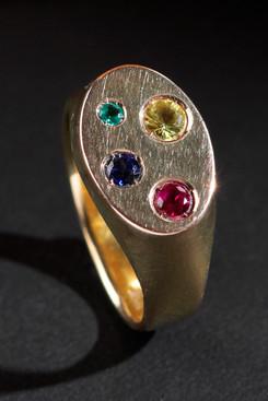 18k guld, safirer, rubin & smaragd