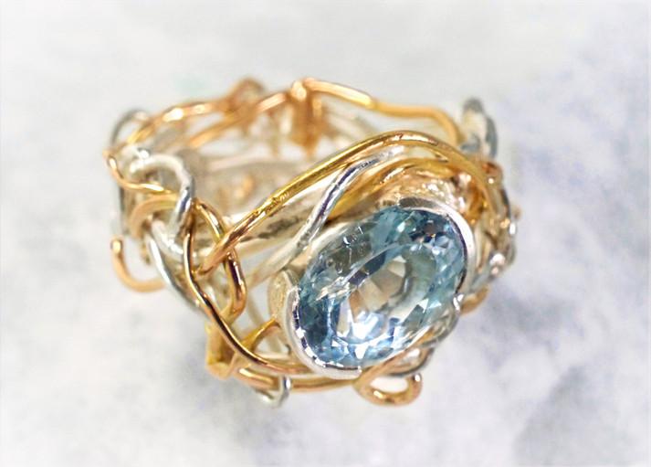 Guld och silverring med akvamarin