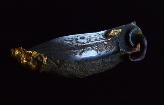 Fällkniv i damaskusstål & titan med guld