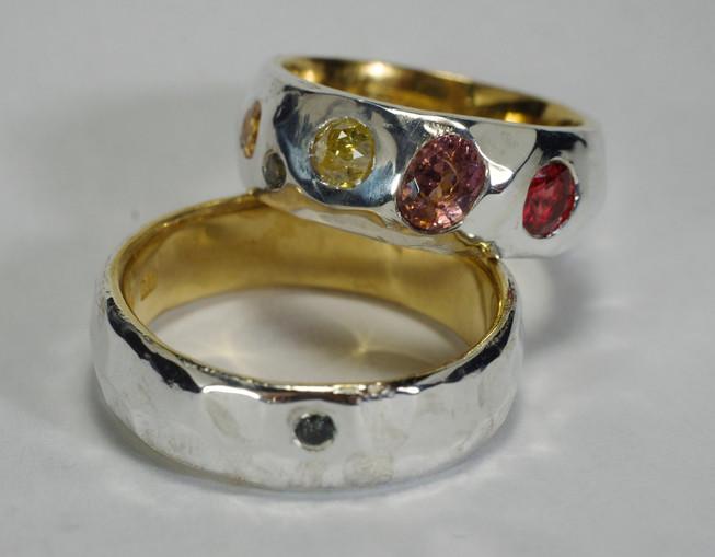 Platina & 23k guldring med rubin, safir & rosenslipade, naturligt färgade diamanter