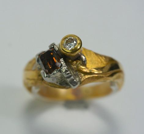 23k guld med platina, baguett slipad coffe diamant och briljant