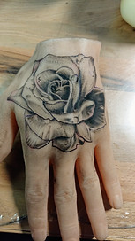 Fleur sur main silicone