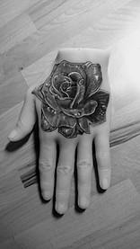 Rose sur main silicone