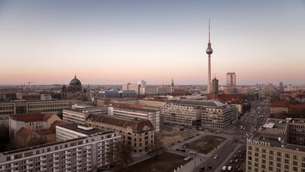 Tausende Menschen protestieren in Berlin gegen steigende Mieten