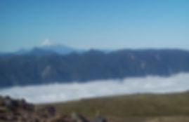 O vale do Rio Puyehue coberto de nuvens