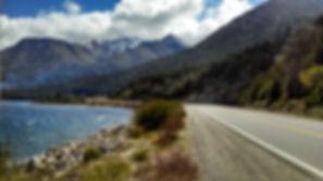 Estrada para Villa la Angostura, beirando o Lago Nahuel Huapi.