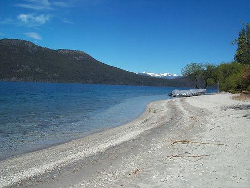 Praia no Lago Nahuel Huapi.