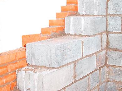 Обратите внимание на некоторые конструктивные особенности возведения стен из пеноблоков