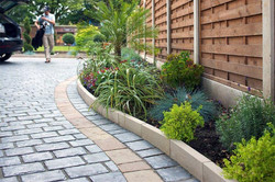 landscaping-ideas-driveway-edging
