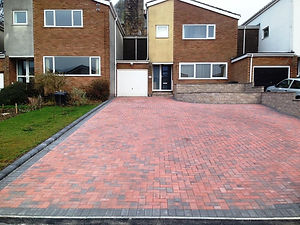 Block-Paving-Brindle-with-Charcoal-Borde