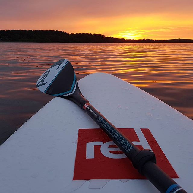 Magical sunset #varomsupint #trakai #supsummer #sup #paddleboard #standuppaddleboard #redpaddleco #g