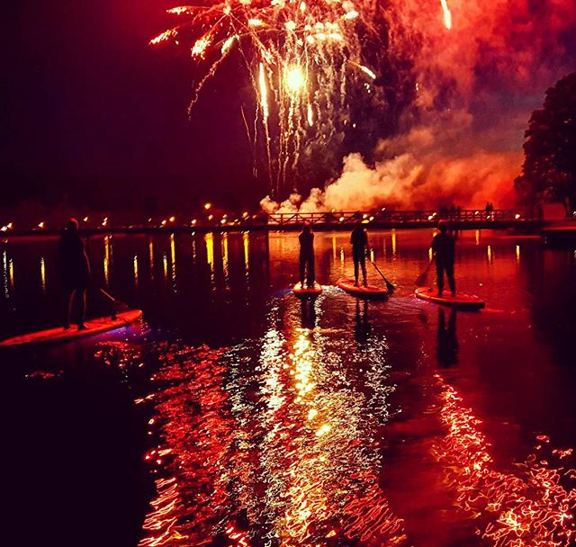 #varomsupint #naktinisturas #nightour #Trakai #Lithuania #Vilnius #fireworks #lake #supsummer #irkle