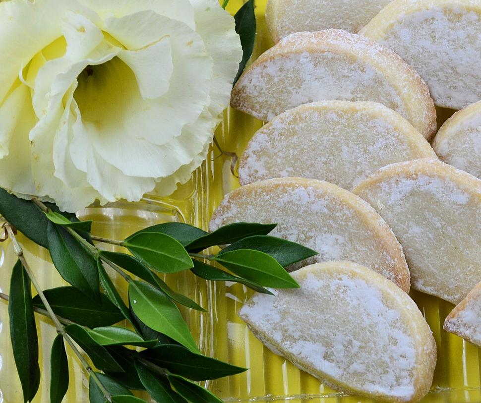 wedding cookie closeup.png