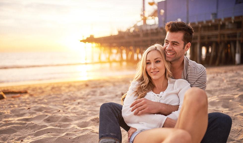 romantic%20couple%20having%20fun%20at%20santa%20monica%20on%20beach%20at%20sunset%20_edited.jpg