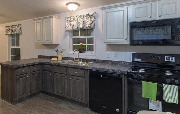 Titan 376 kitchen 1.jpg