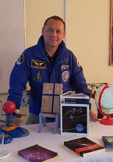 Cristian Sánchez, fundado de la Escuela de Astronautas