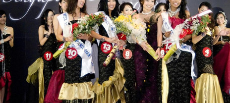 Miss+Singapore+winner+and+Jessica+Tan.jp