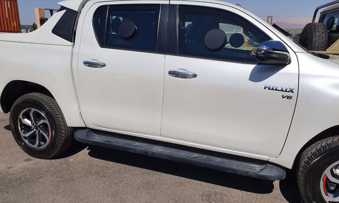 Toyota_Hilux_5.jpeg
