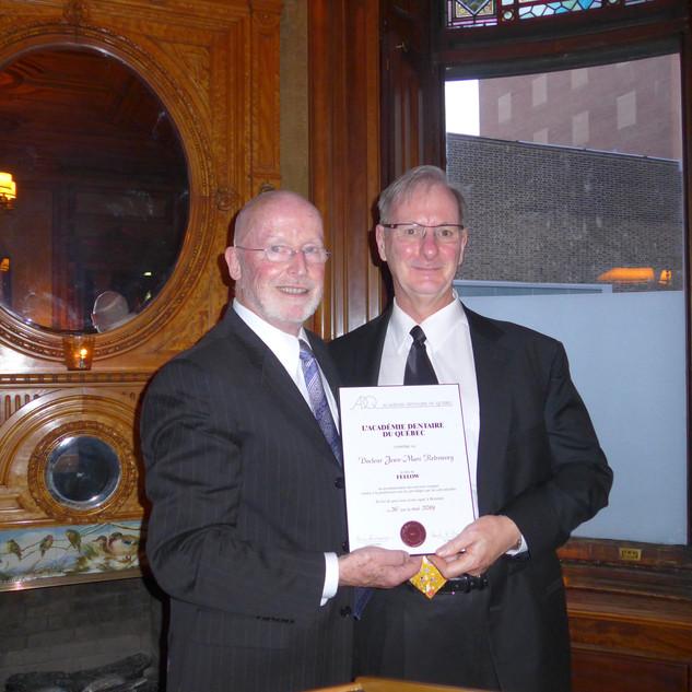 Dr Robert Dorion remet la plaque honorifique au Dr Jean-Marc Retrouvey, Nouveau Fellow 2019